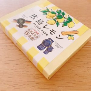 広島レモンスティックケーキ箱斜めから