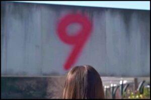 天国と地獄第6話で歩道橋の上の隠しカメラを設置したのは綾瀬はるかではない?